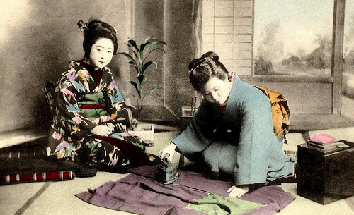 KIMONO DAYS -- Japanese Women and Their Everyday Tools